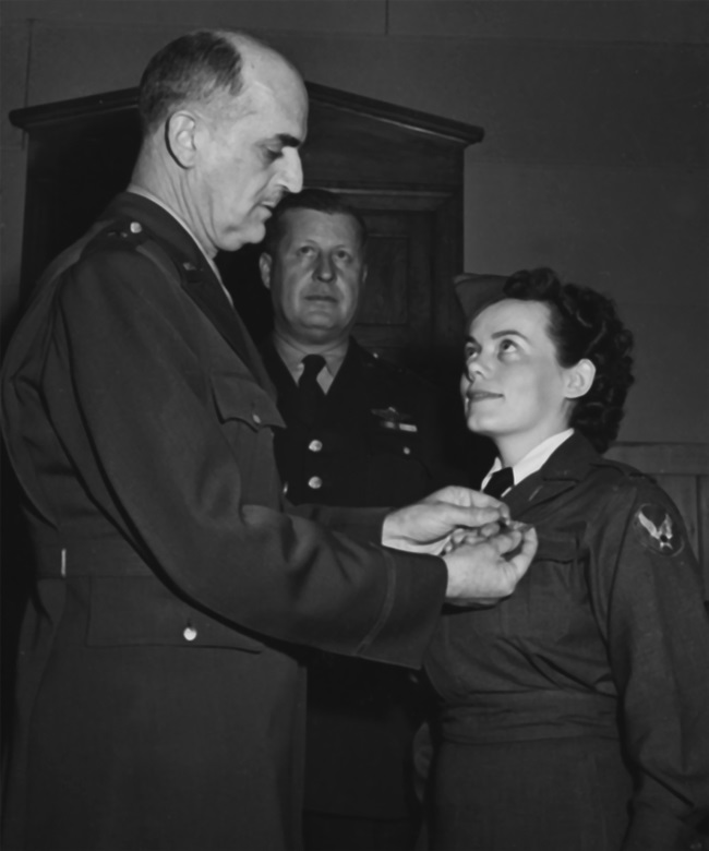 Brig. Gen. David N.W. Grant, Air Surgeon of the Army Air Forces, pins wings on Lt. Geraldine Dishroon, honor graduate at Bowman Field, Kentucky, during the school's first formal flight nurse graduation on Feb. 18, 1943 (US National Archives)