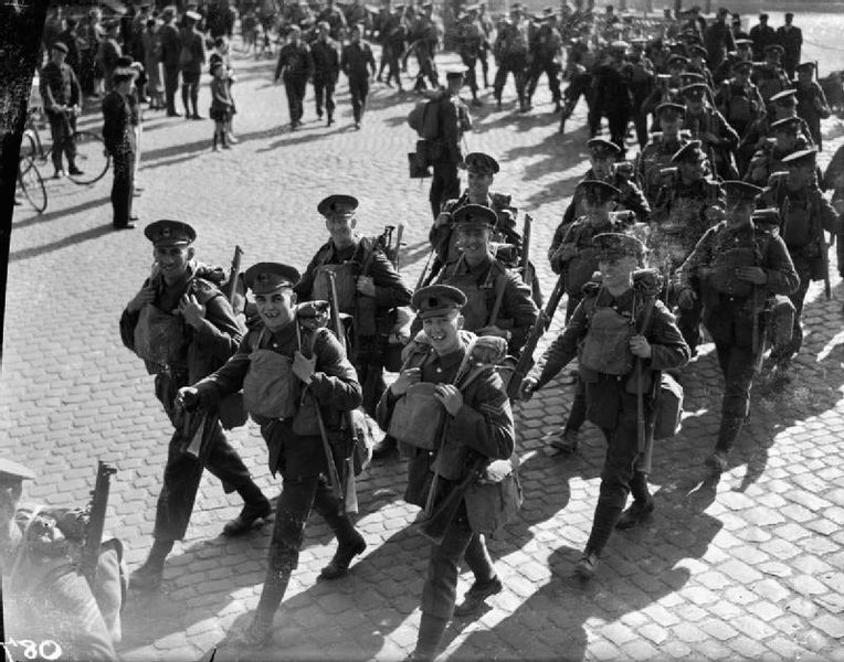 Coldstream Guards, British Expeditionary Force landing at Cherbourg, France, Sept.-Oct. 1939. (Imperial War Museum)