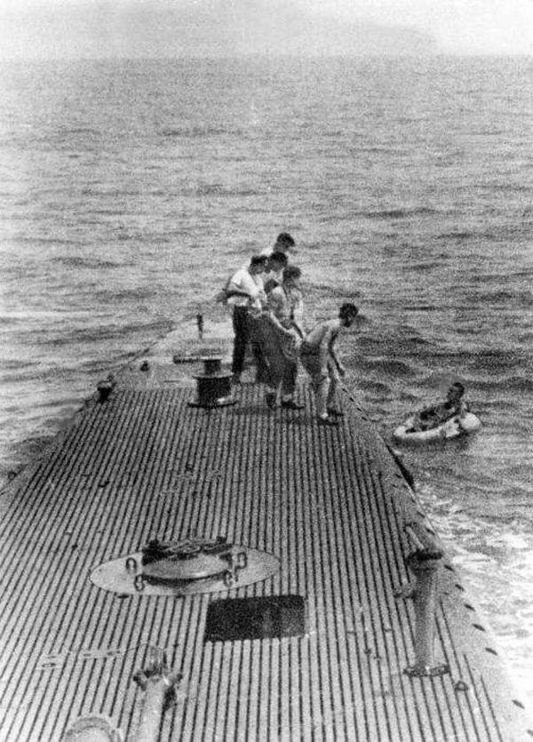 Crew of USS Finback pulling downed airman Lieutenant (jg) George Bush from the water off Chichi Jima, Bonin Islands, 2 Sep 1944 (Photo: George Bush Presidential Library and Museum)