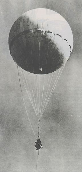 Japanese bomb-carrying balloon reinflated at Moffett Field, CA after it had been shot down by a US Navy aircraft January 10, 1945 (US Army photo)