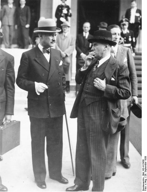 French Prime Minister Édouard Daladier (right) and French ambassador to Germany André François-Poncet at the Munich Conference, Munich, Germany, 29 September 1938 (German Federal Archive: Bild 183-H12956)