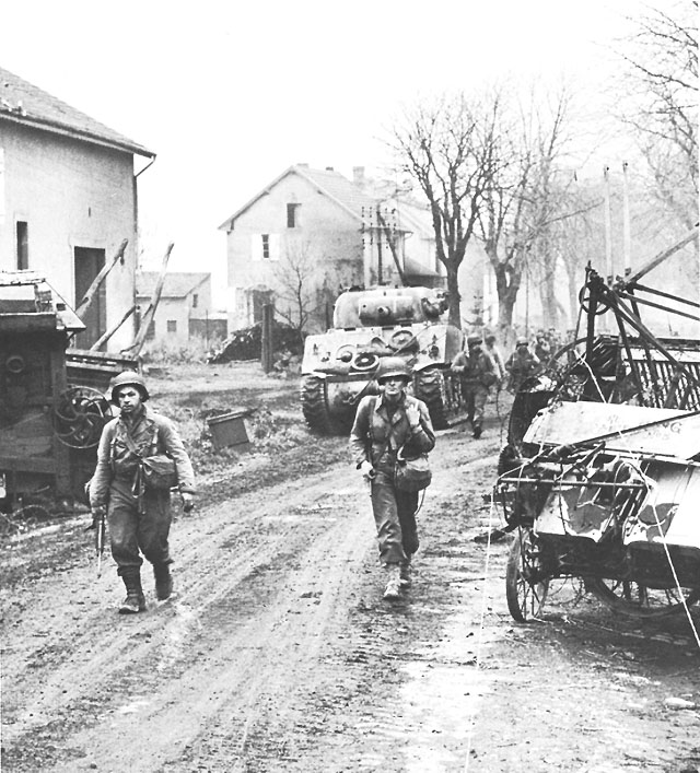 US Third Army entering Metz, France, Nov 1944 (US Army Center of Military History)