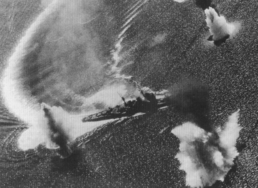 Japanese heavy cruiser Nachi under aerial attack, Manila Bay, Philippine Islands, 5 Nov 1944 (US National Archives: 80-G-287018)