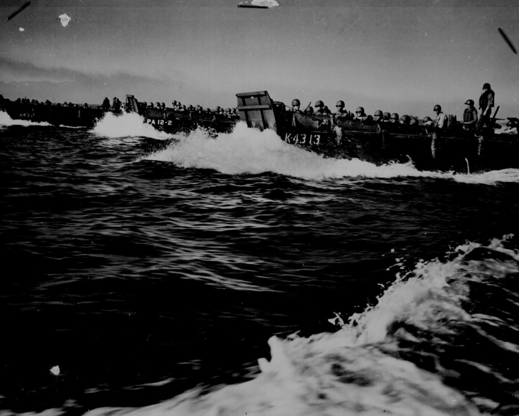 US landing barges carrying invasion troops in Lingayen Gulf, Luzon, 9 Jan 1945 (US National Archives: 26-G-3856)
