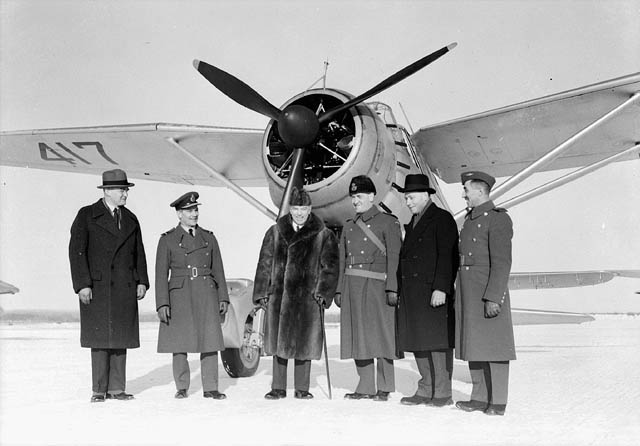 Prime Minister Mackenzie King (center) visiting No.110 (City of Toronto) Squadron RCAF, 30 Jan 1940; Lysander aircraft in background (Library and Archives Canada: PA-063634)