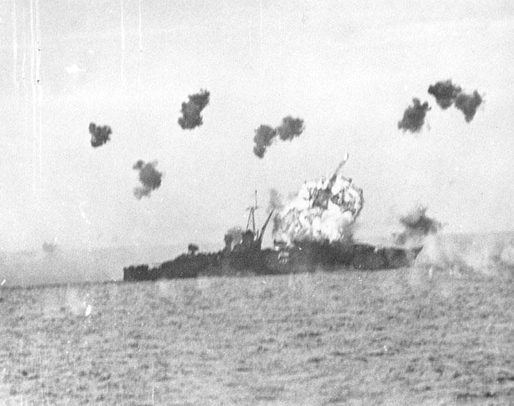 Heavy cruiser USS Louisville under kamikaze attack, 6 Jan 1945 (US National Archives: 80-G-363217)