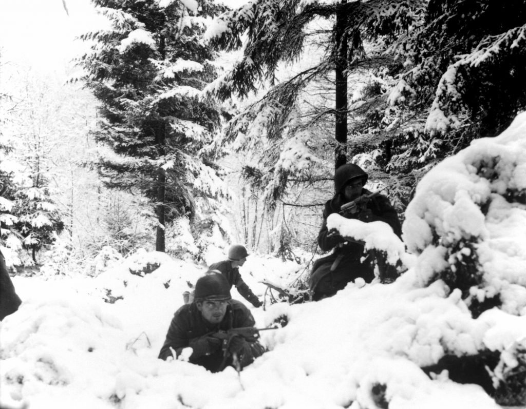 Men of US 290th Infantry Regiment, 75th Infantry Division near Amonines, Belgium, 4 Jan 1945 (US Army photo)