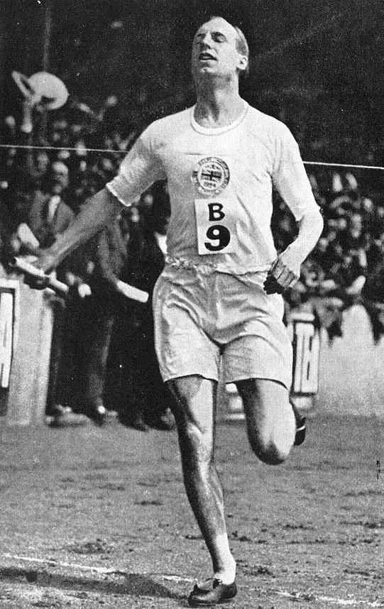 Eric Liddell at the British Empire versus United States of America meet at Stamford Bridge, London, 19 July 1924 (Public domain via Wikipedia)
