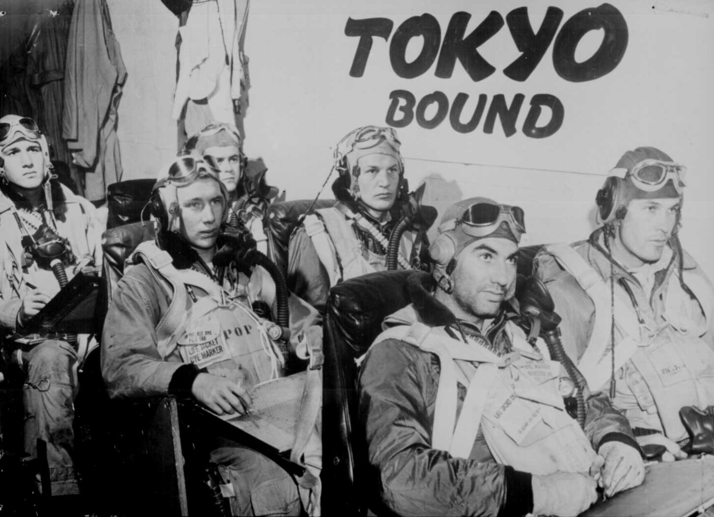 Carrier pilots of the US Fifth Fleet being briefed on their mission to Tokyo aboard an unnamed carrier, 17 Feb 1945 (US National Archives: 208-N-38374)