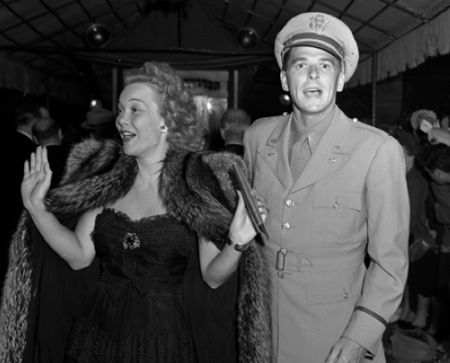 Jane Wyman and Ronald Reagan arriving at the movie premiere of Tales of Manhattan in Los Angeles, CA, 5 Aug 1942 (public domain via Los Angeles Times photographic archive, UCLA Library)