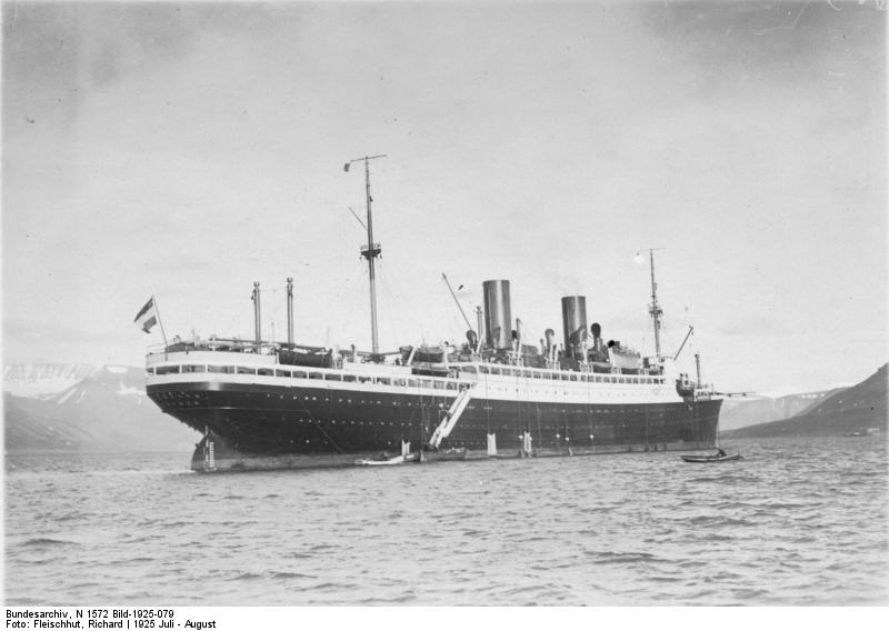 German passenger ship München, later renamed Steuben, July 1925. (German Federal Archives, N 1572 Bild-1925-079 / Fleischhut, Richard)