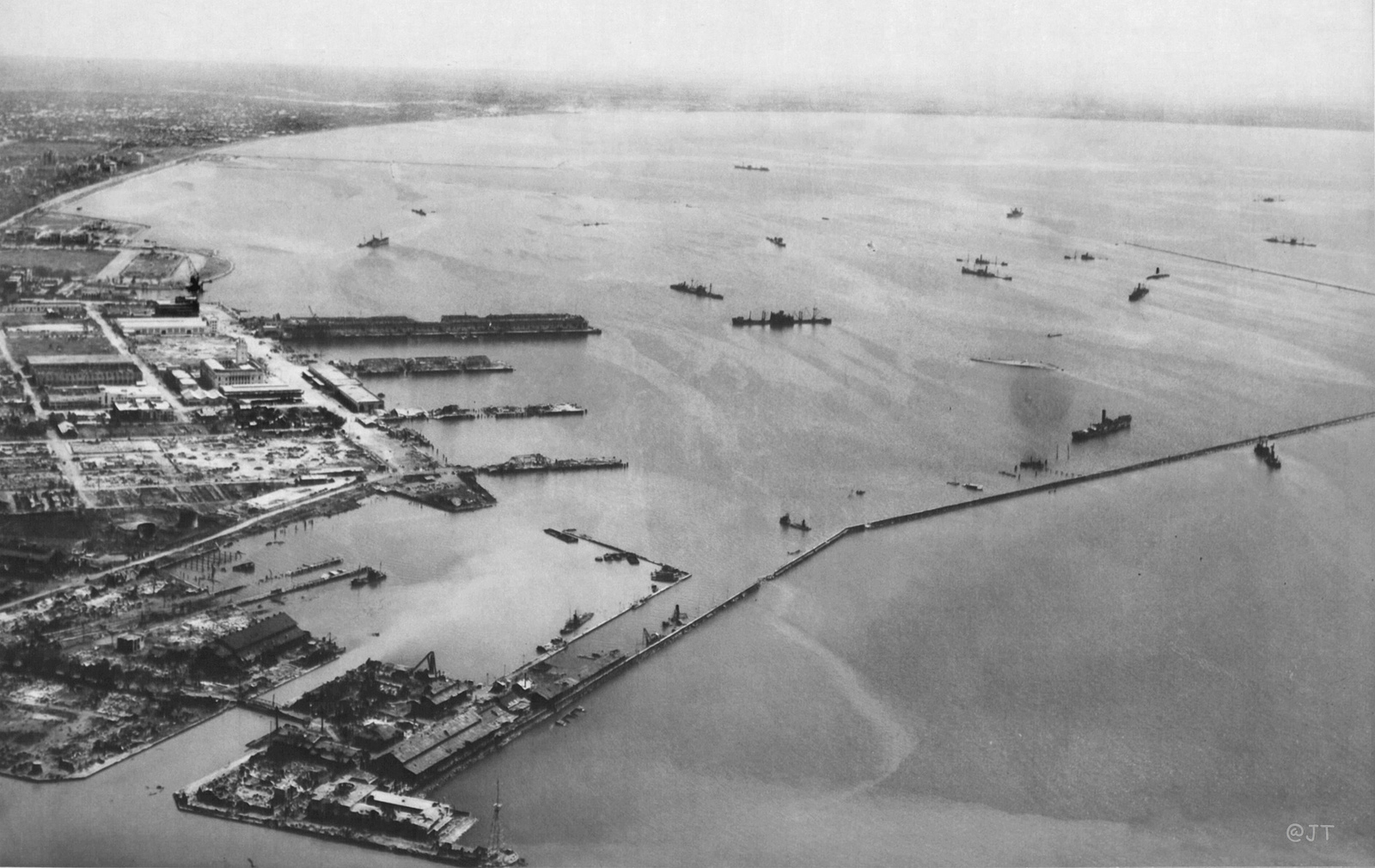 Manila Bay in February 1945 (US National Archives)