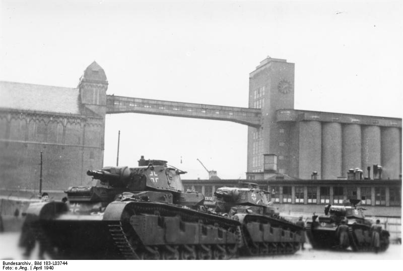 Three German Neubaufahrzeug heavy tanks at Oslo, Norway, 19 Apr 1940 (German Federal Archive: Bild 183-L03744)