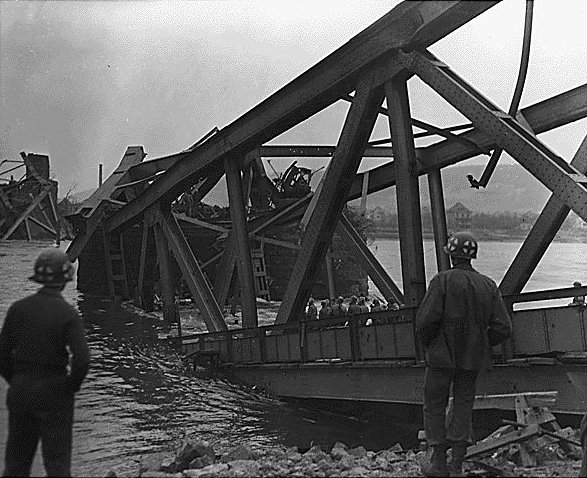 Ludendorff Bridge shortly after the collapse, Remagen, Germany, circa 17 Mar 1945. (US National Archives: ARC 195343)