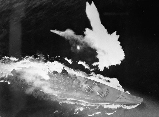 Battleship Yamato under aerial attack in the East China Sea, 7 Apr 1945 (US National Archives)