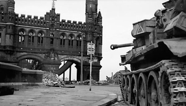 British Cromwell tank guarding a bridge over the Elbe River, Hamburg, Germany, 3 May 1945 (Imperial War Museum: 4700-30 BU 5077)