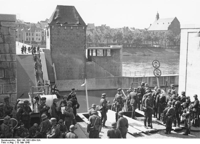 German troops waiting to cross the River Maas in Maastricht, the Netherands, 10 May 1940 (German Federal Archive: Bild 146-1981-064-18A)
