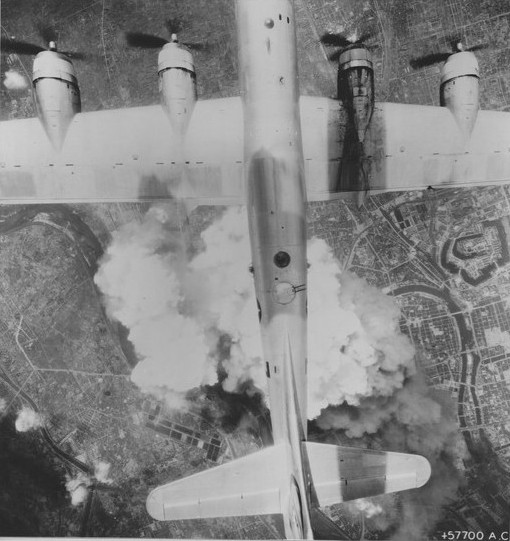 US B-29 bomber flying over Osaka, Japan, 1945 (US National Archives)