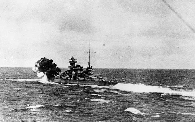 Scharnhorst firing her forward guns against HMS Glorious, 8 Jun 1940 (US Naval History and Heritage Command)