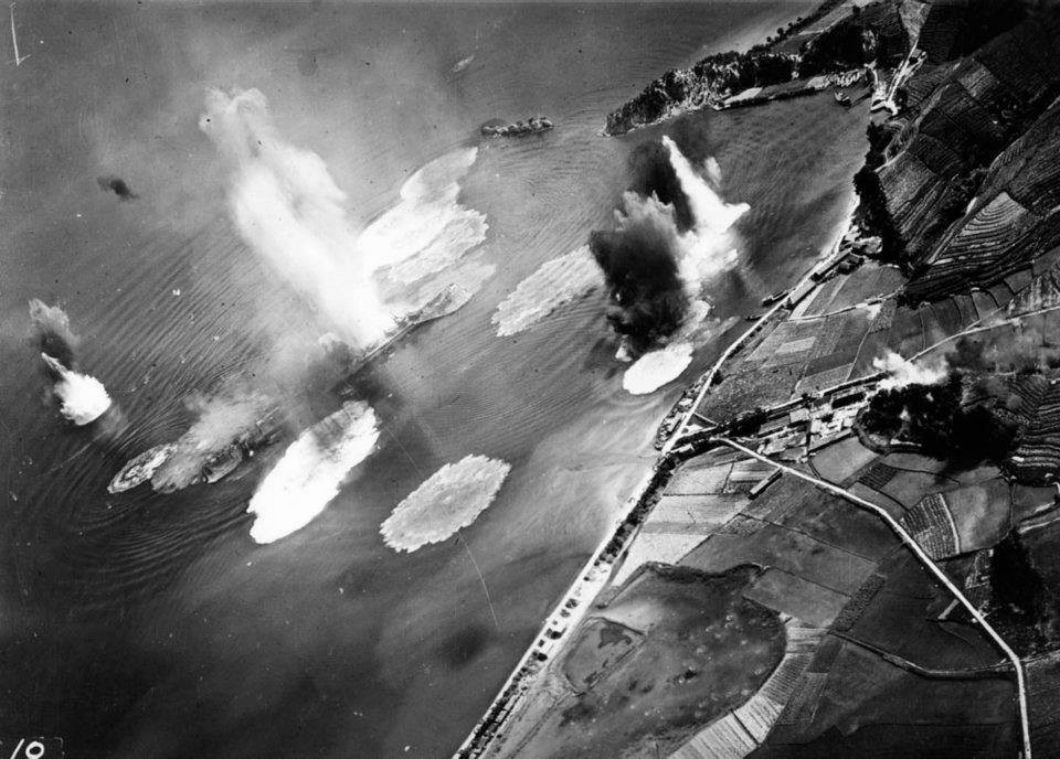 Japanese cruiser Tone under air attack near Kure, Japan, 24 Jul 1945; photo taken by USS Shangri-La aircraft. (US National Archives: 80-G-490147)