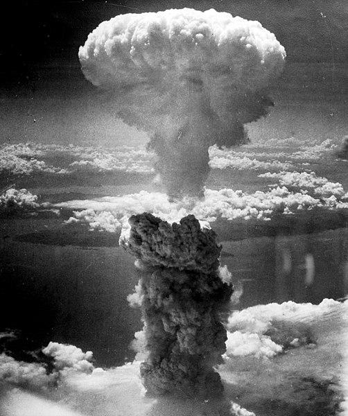 Mushroom cloud over Nagasaki, Japan, 9 Aug 1945 (US National Archives: 535795)