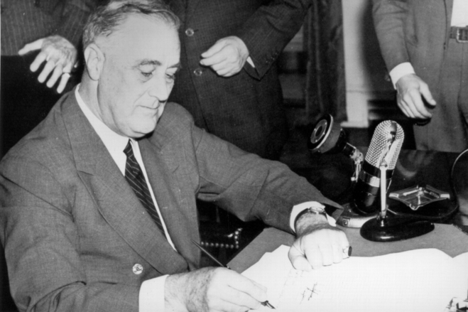 President Roosevelt signs the Selective Service Training and Service Act on Sept. 16, 1940 (US government photo)