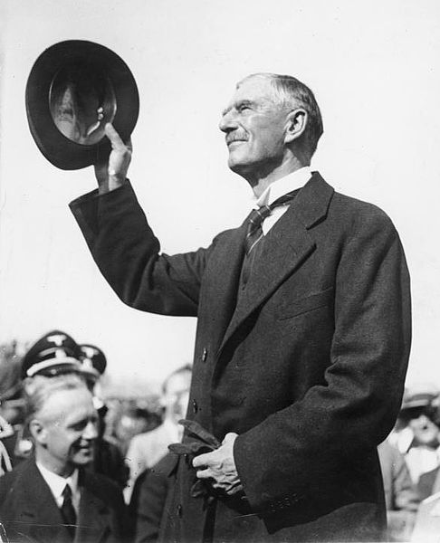 British Prime Minister Neville Chamberlain arrives at Munich for the Munich Conference, 29 September 1938 (German Federal Archives: Bild 183-H12967)
