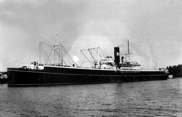 Norwegian whaling factory ship Pelagos, 1931, captured by Pinguin 14 January 1941 (public domain via Vestfold Fylkesmuseum Digitalt bildearkiv and Wikipedia)