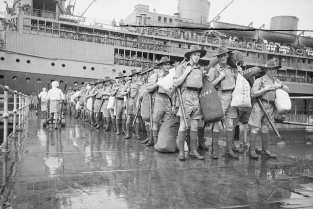 Australian troops arriving in Singapore, 15 August 1941 (Australian War Memorial 009249/26)