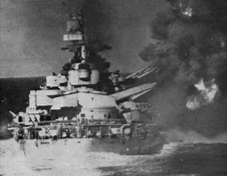 Italian battleship Vittorio Veneto firing during Battle of Cape Matapan near Gavdos, Greece, 28 Mar 1941 (public domain, Ministero Della Difesa-Marina)