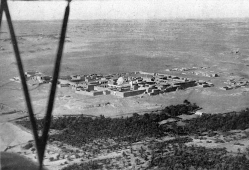 Aerial view of the village of Giarabub, Libya, 1941 (public domain via Ministry of War Office Propaganda, Rome 1941)