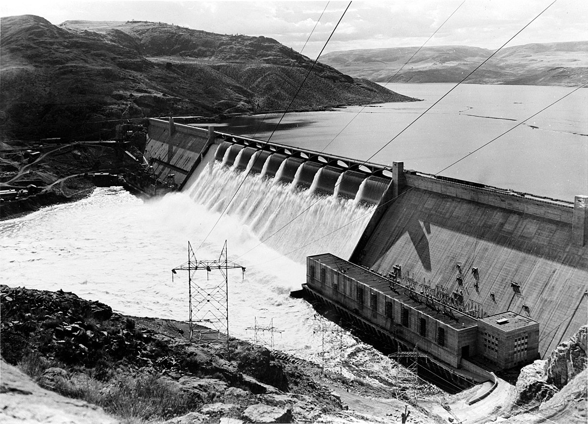 Grand Coulee Dam, 1942 (Library of Congress: LC-USW33- 035035-C)