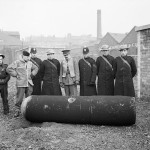 Police and Army bomb disposal officers with a defused German 1000kg 'Luftmine' (parachute mine) in Glasgow, 18 March 1941 (Imperial War Museum: H 8281)