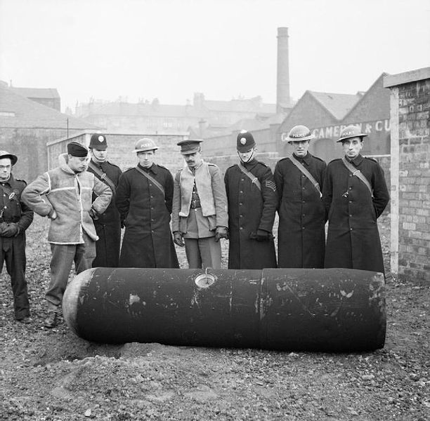 Police and Army bomb disposal officers with a defused German 1000-kg 'Luftmine' (parachute mine) in Glasgow, 18 March 1941 (Imperial War Museum: H 8281)