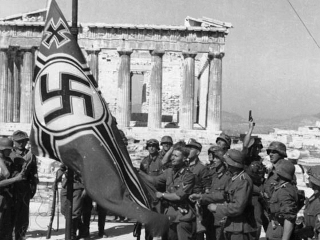 German soldiers raise the swastika on the Acropolis, 1941 (German Federal Archive: Bild 101I-164-0389-23A)
