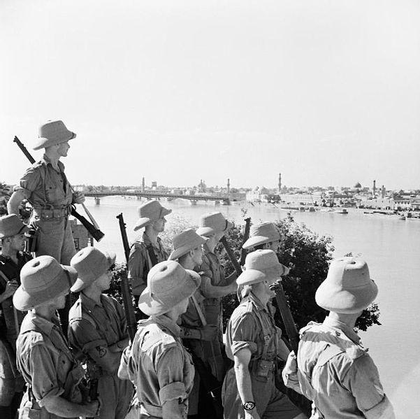 British troops looking at Baghdad, 11 June 1941 (Imperial War Museum E 3464)