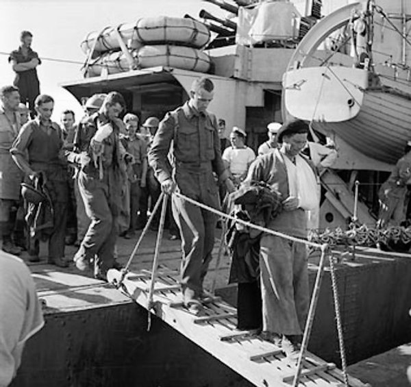 Wounded British troops at an Egyptian port after evacuating from Crete, Greece, 31 May 1941 (Imperial War Museum: 4700-32 E 3282)