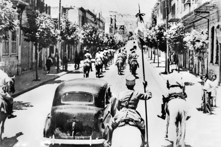 Free French Gen. Georges Catroux and Gen. Paul Louis Le Gentilhomme enter Damascus, June 1941, escorted by French Gardes Tcherkess (Australian government photo)