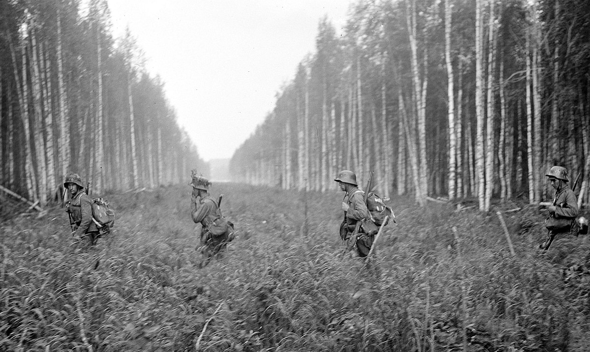 Finnish soldiers crossing the Finnish-Soviet border set at the end of the Winter War in 1940, crossing from Tohmajärvi, Finland, to Pälksaari, Russia, 12 July 1941 (Military Museum of Finland: 79952).