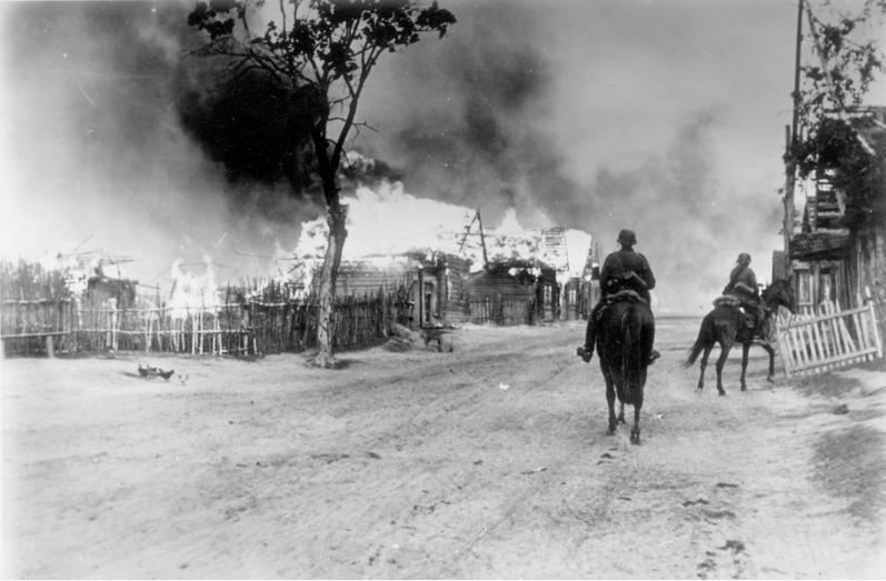 German cavalry in village near Mogilev, Byelorussia, 28 July 1941. (German Federal Archive: Bild 101I-137-1032-14A)