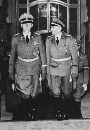 Reinhard Heydrich and Karl Hermann Frank in Prague Castle, 1941 (German Federal Archive: Bild 146-1972-039-26)
