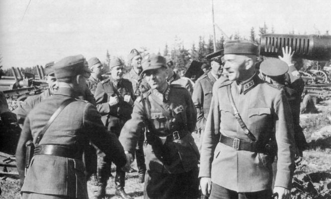 Finnish Lt. Gen. Lennart Oesch and his chief of staff Col. Valo Nihtilä inspecting Viipuri, Finland (now Vyborg, Russia), Aug-Sep 1941 (public domain via Finnish Wartime Photograph Archive)