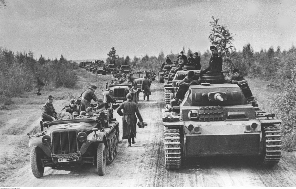 German armored column advances on the Moscow front, October 1941 (Public domain via Wydawnictwo Prasowe Kraków-Warszawa: 2-882)