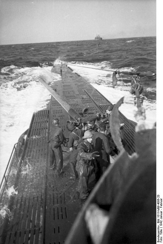 U-123 preparing to fire on surface vessel off East Coast, Jan-Feb 1942 (German Federal Archive, Bild 101II-MW-4008-20)