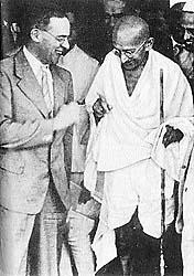 Sir Stafford Cripps and Mohatma Gandhi in India, WWII (British government photo)