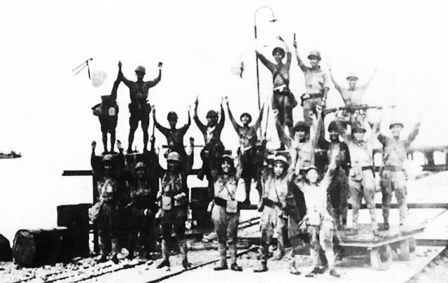 Men of the Japanese 2nd Division celebrating landing at Merak, Java, 1 Mar 1942 (public domain via WW2 Database)
