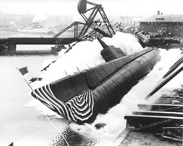 USS Peto side launching at Manitowoc Shipbuilding Co, Manitowoc, WI, 30 April 1942 (US Navy photo).