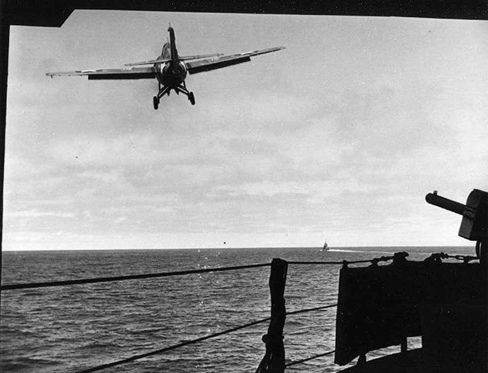 Lt. (jg) William Leonard's F4F-4 Wildcat taking off from carrier USS Yorktown during Battle of Midway, 4 Jun 1942 (US National Archives)