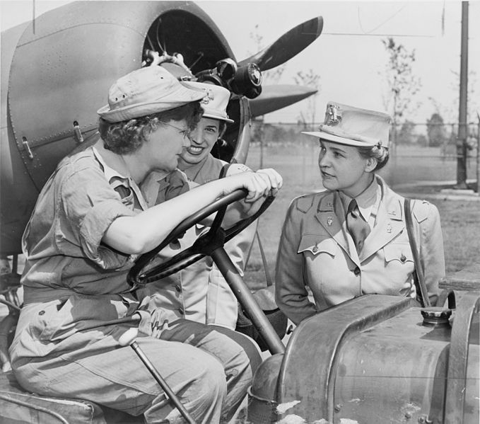 Col. Oveta Culp Hobby (right) talks with WAACs Margaret Peterson and Elizabeth Gilbert at Mitchel Field, NY, 1943 (Library of Congress)