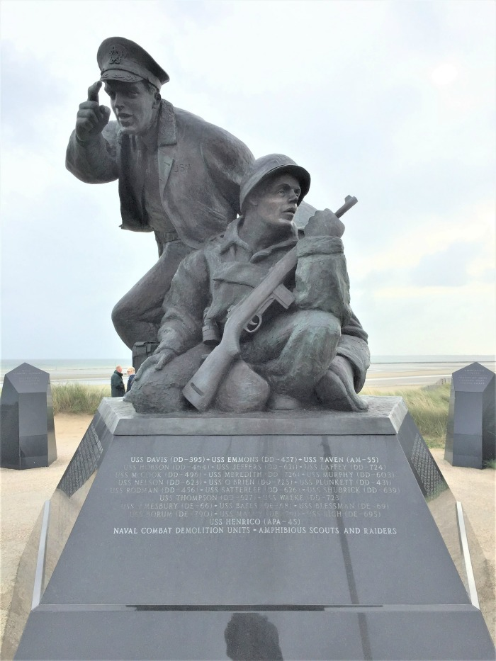 Depiction of a naval officer and a member of a naval combat demolition unit, US Navy Monument, Utah Beach, Sainte Marie du Mont, France, September 2017 (Photo: Sarah Sundin)